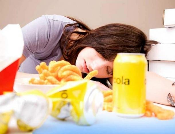 5 dolog történik, ha evés után azonnal lefekszel