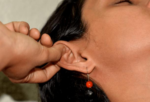 6 dolog történik a testeddel, ha naponta masszírozod a füledet