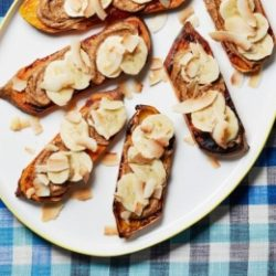 Kenyér nélküli szendvicsek édesburgonyával és mogyoróvajjal