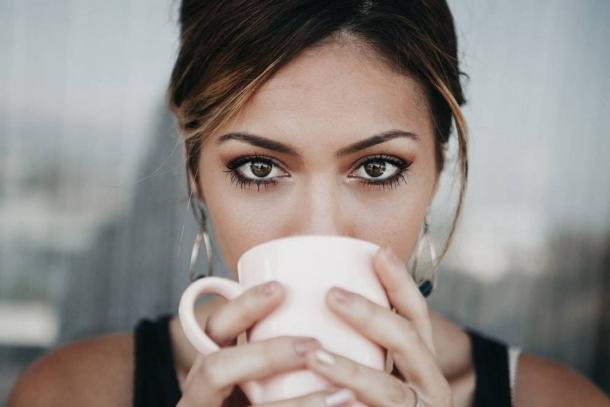 Mi történik azoknál a nőknél, akik naponta egynél több csésze kávét isznak