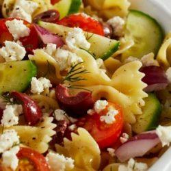 Görög saláta tésztával és feta sajttal