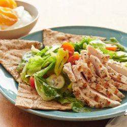 Görög saláta csirkével és sárgabarackkal