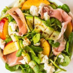 Saláta nektarinnal és sonkával