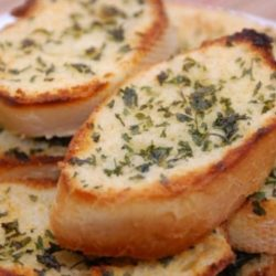 Fokhagymás és sajtos crostini